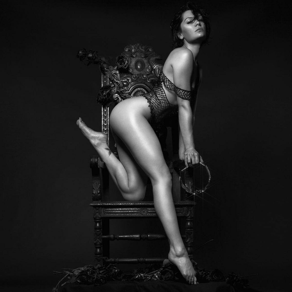 Jessie J – 2018 Calendar – Hawtcelebs